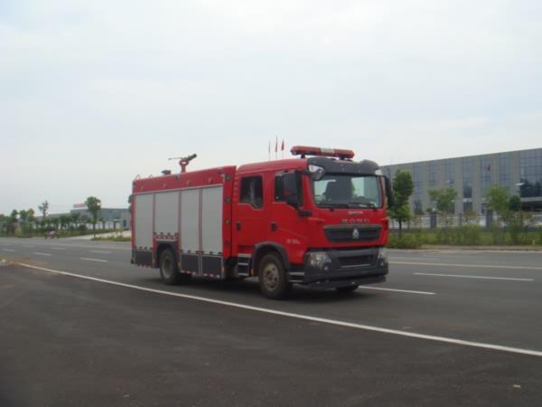 江特牌JDF5163GXFPM50型泡沫消防车