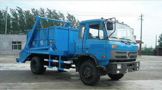 东风145型摆臂式垃圾车